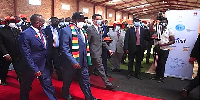 津巴布韦总统为中国华为公司移动宽带项目揭幕